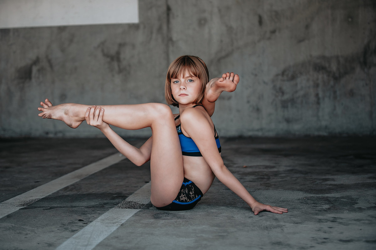gracyn in contortion pose