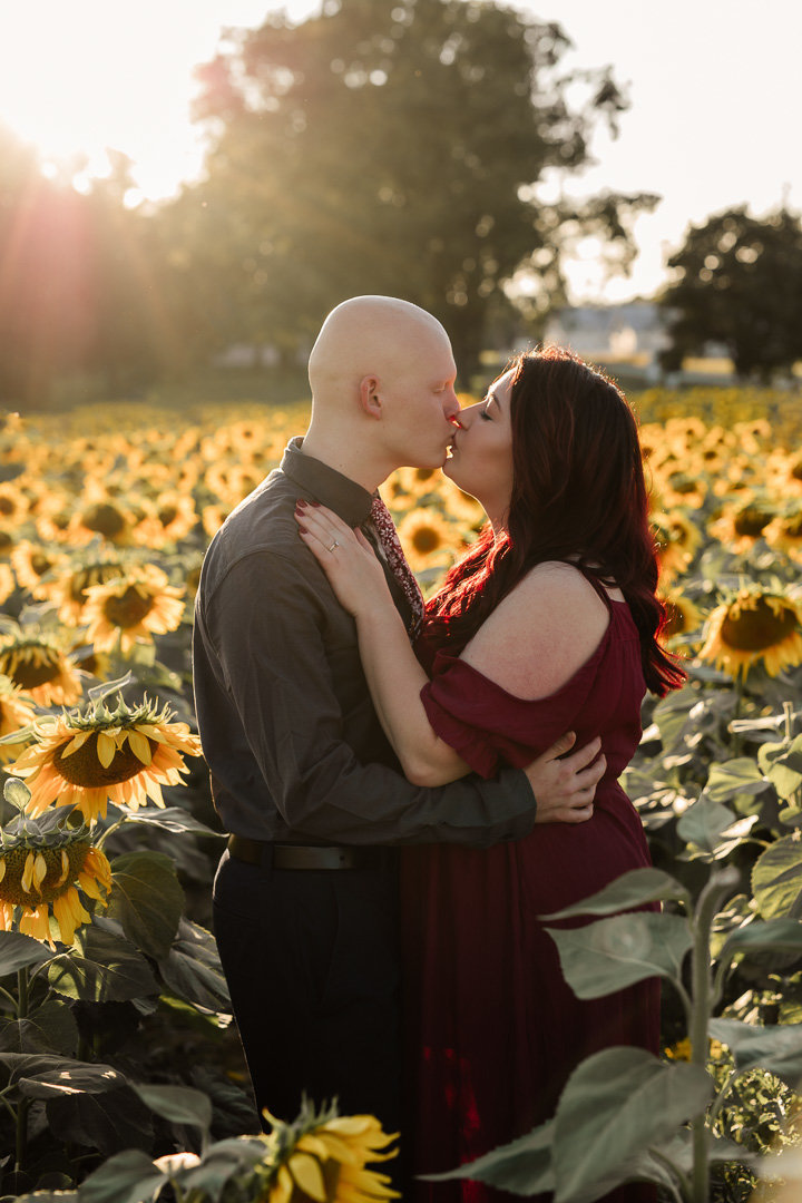 Engagement session in the sunflower field0013