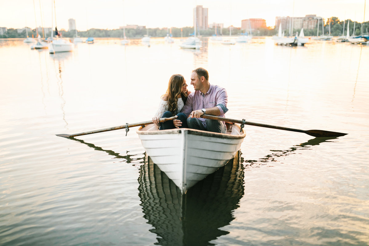 Lake-Calhoun-Minneapolis-Summer-Engagement-15