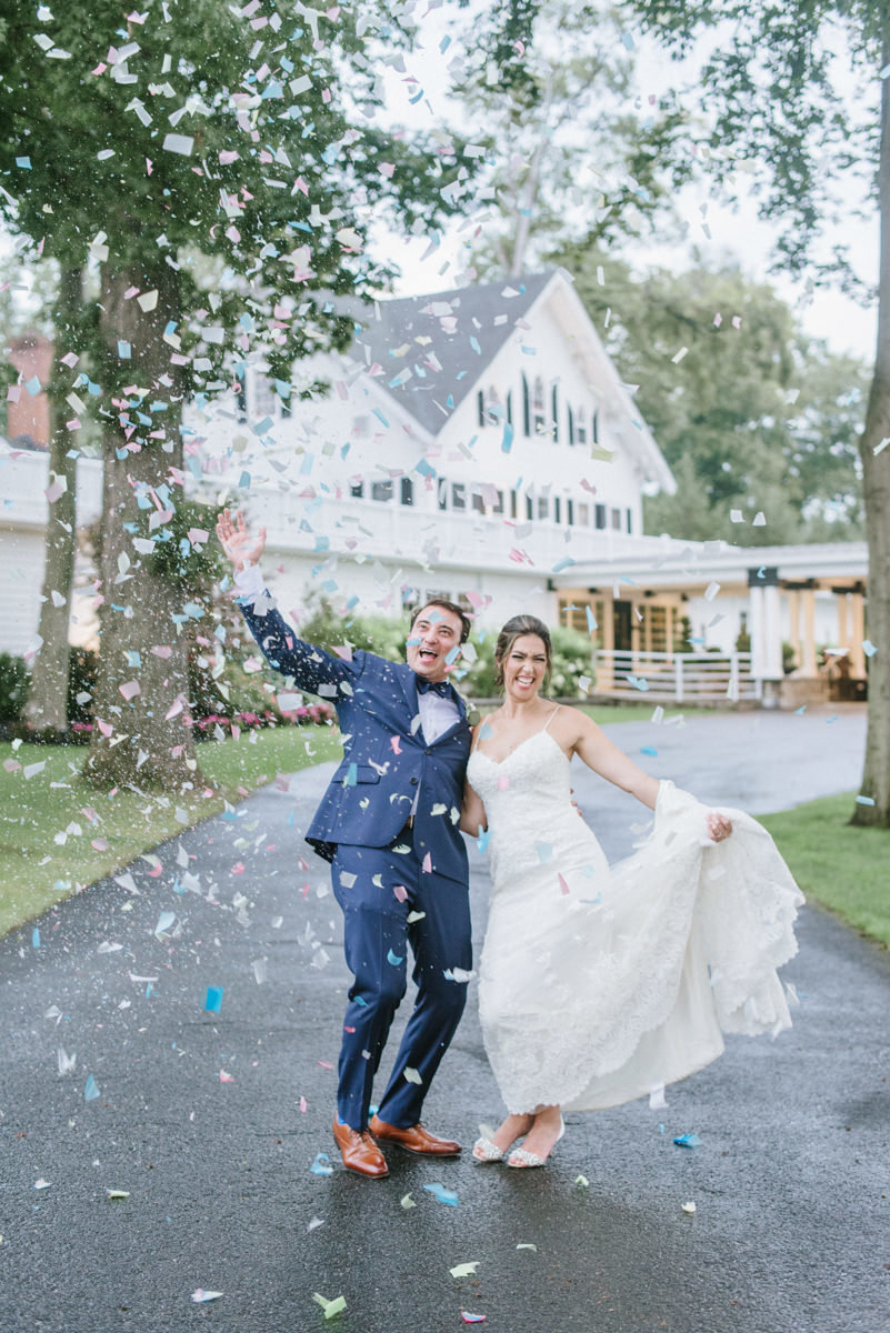 Ryland-Inn-Wedding-confetti