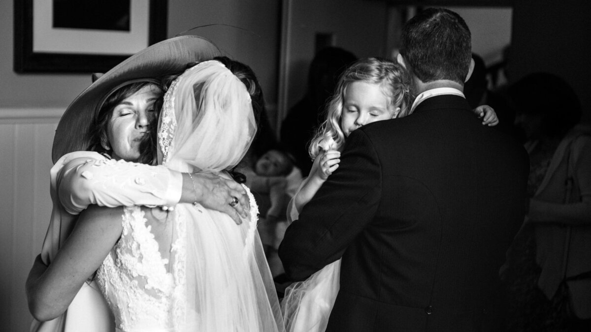 wedding-hugs