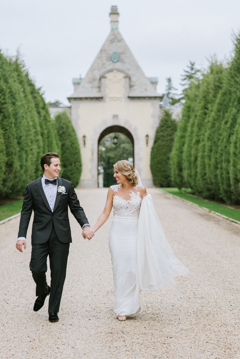 black tie oheka castle NY new york wedding love candid classic modern happy