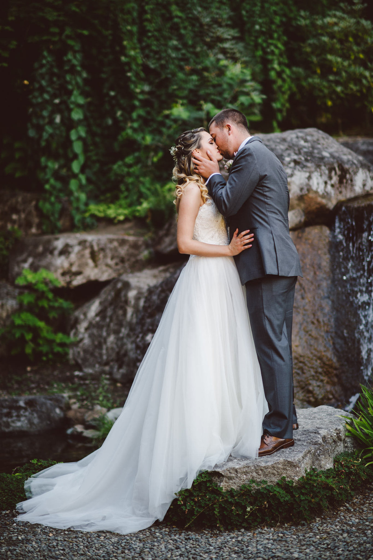 Seattle Wedding Photographer Karissa Roe ALDERBROOK RESORT WEDDING PHOTOS-1