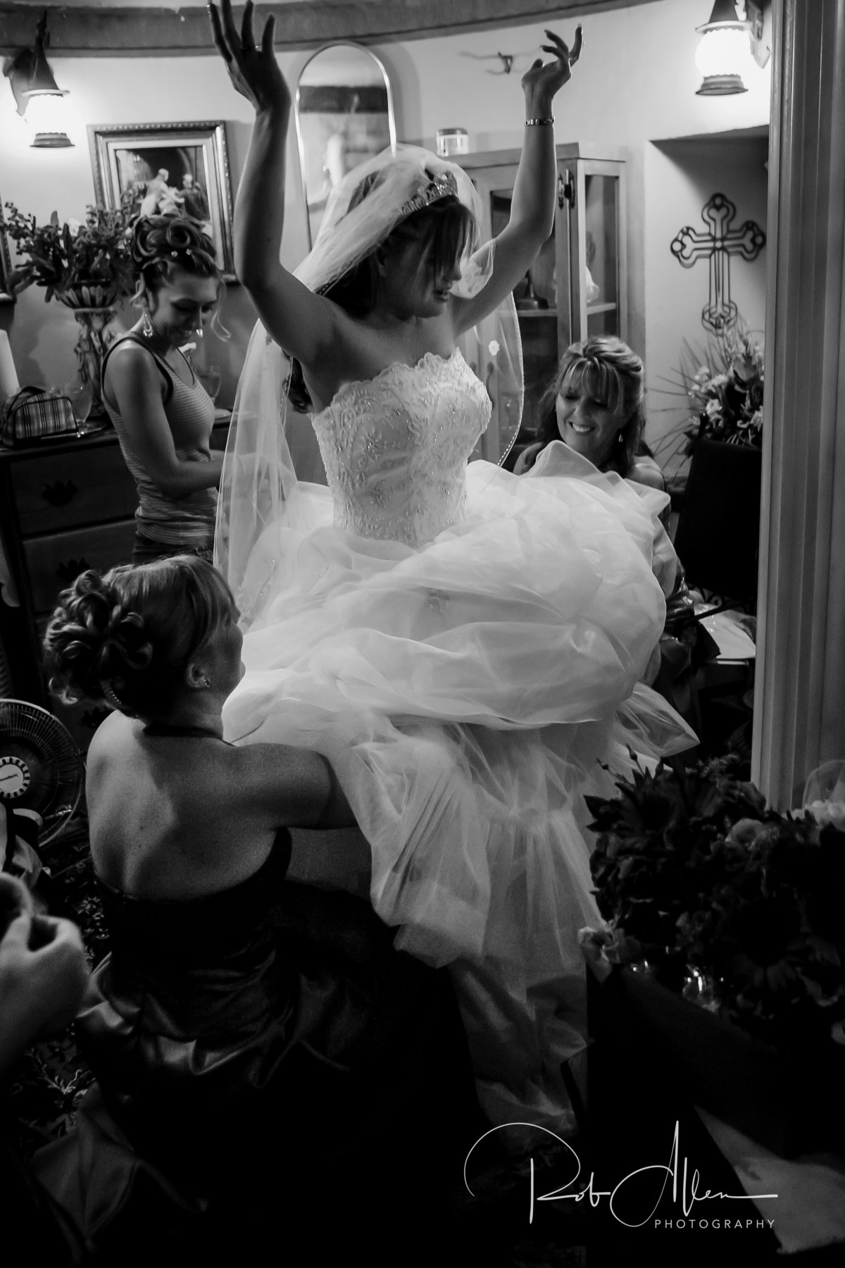 roballenphotography-bride-getting-ready-dress