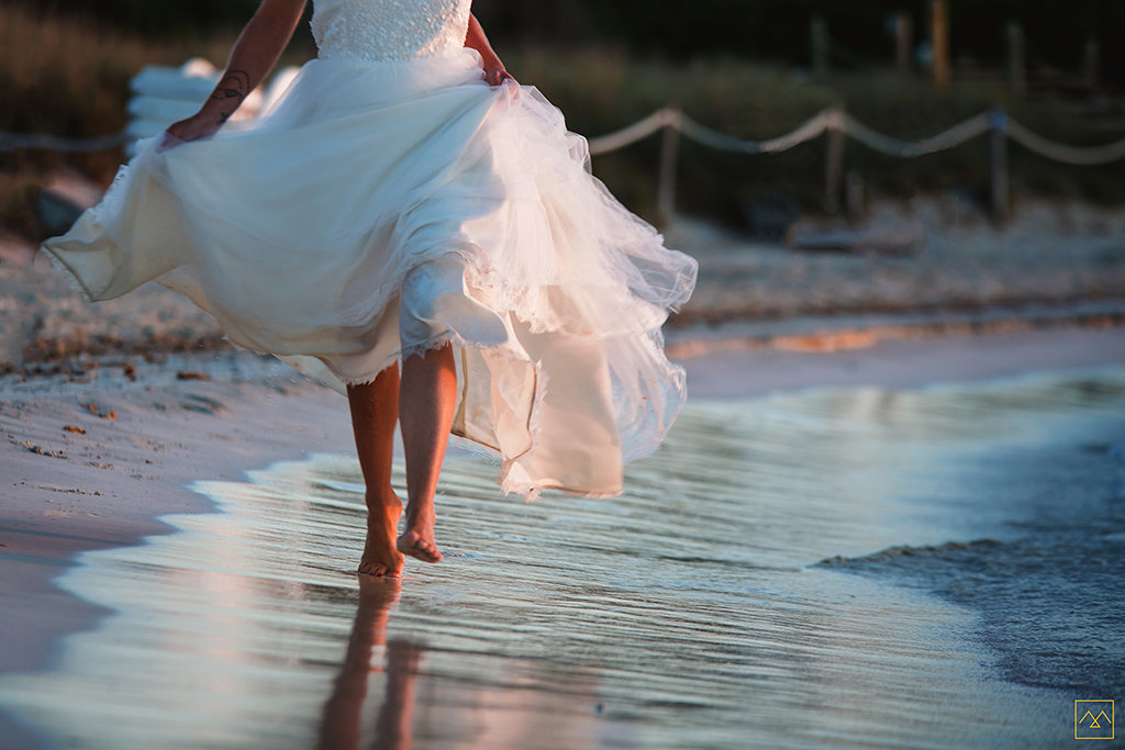 Amedezal-wedding-photographe-mariage-lyon-inspiration-Formentera-robe-Gervy-surmon31-alliances-Antipodes-MonTrucenBulle-PauletteDerive-run-for-fun-pieds-nus