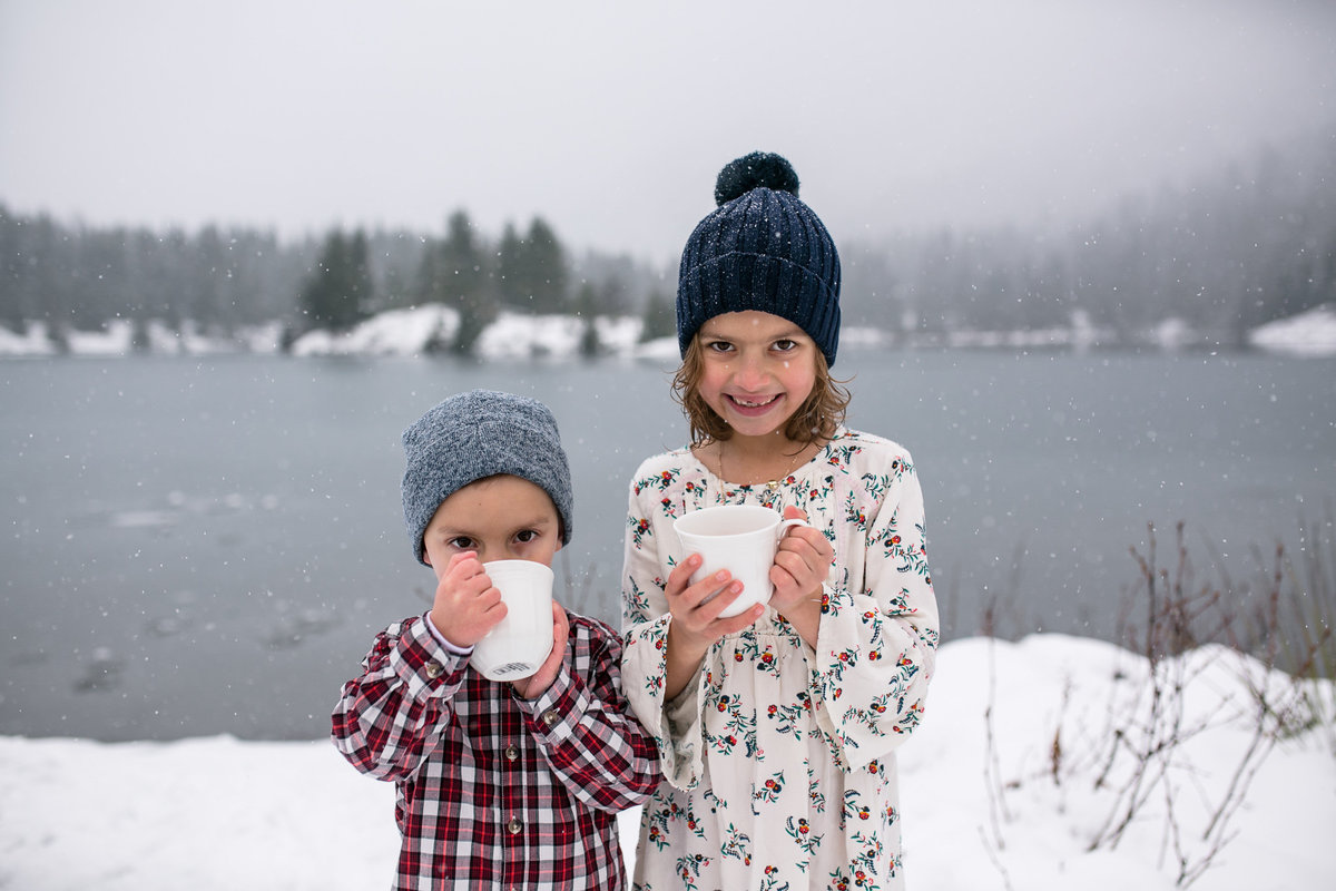 winter-family-portraits-Gold-Creek-Pond-006