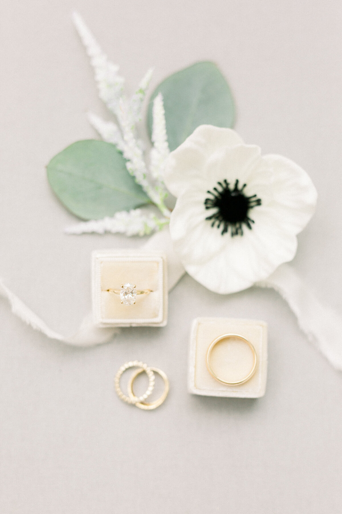 Minnesota wedding photographer, Minneapolis wedding photographer, Minnesota luxury photographer, minnesota light and airy photographer, minnesota light and airy wedding photographer, wedding ring