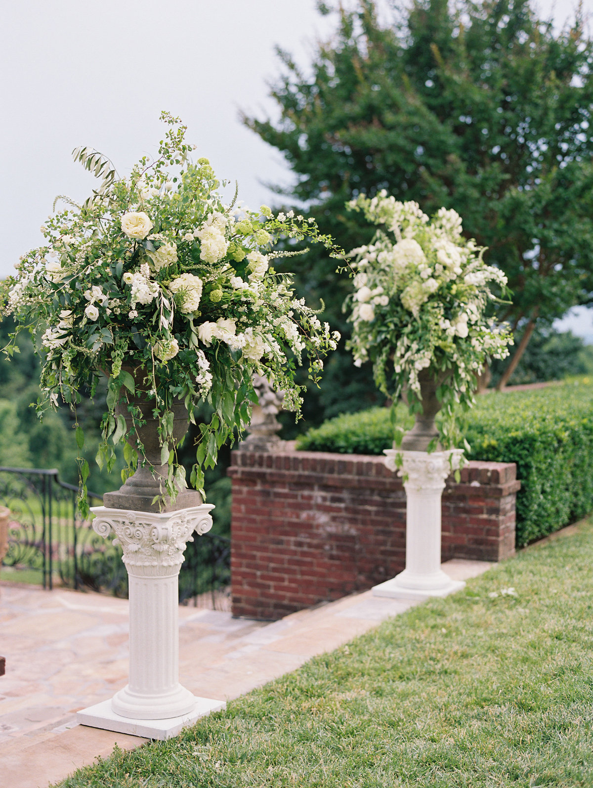 White wedding at Oxon  Hill Manor