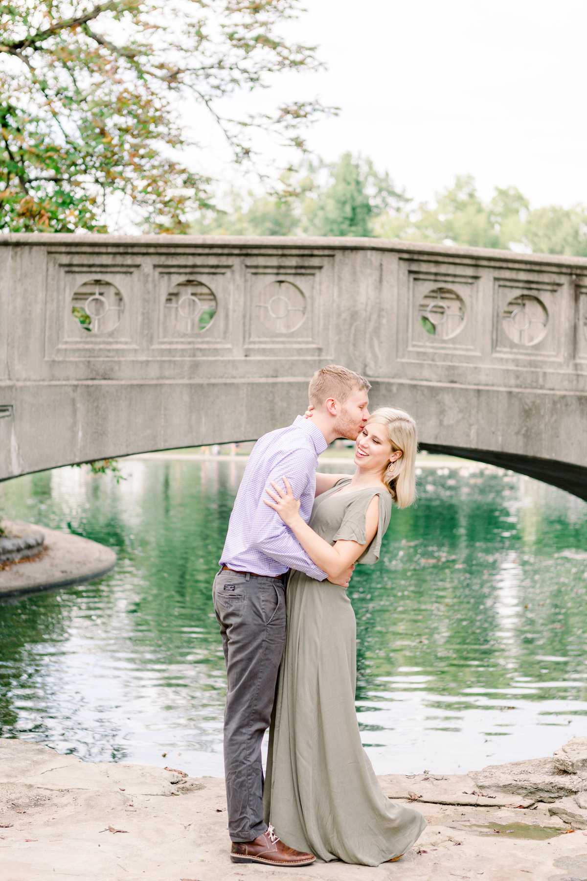 Cincinnati-engagement-wedding-photographer-eden-park-art-museum-smale-riverfront022