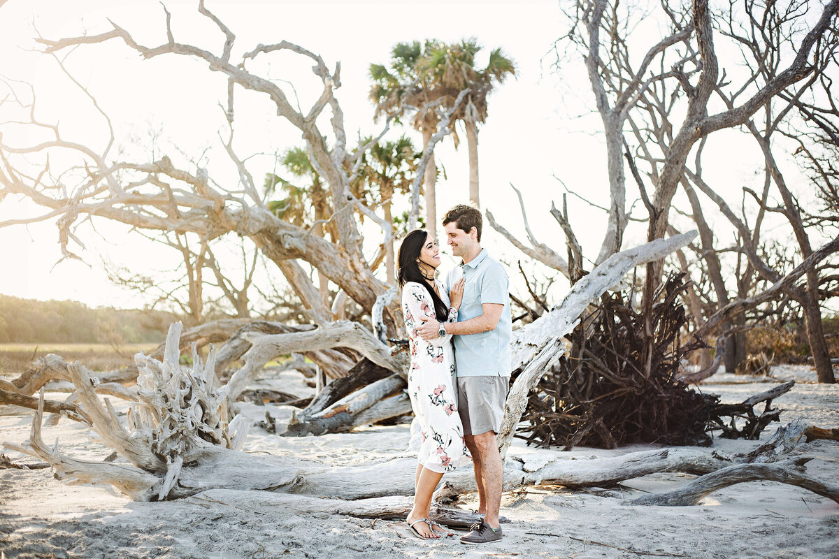 Sunset engagement session on Driftwood Beach in Jekyll Island - Izzy and Co.