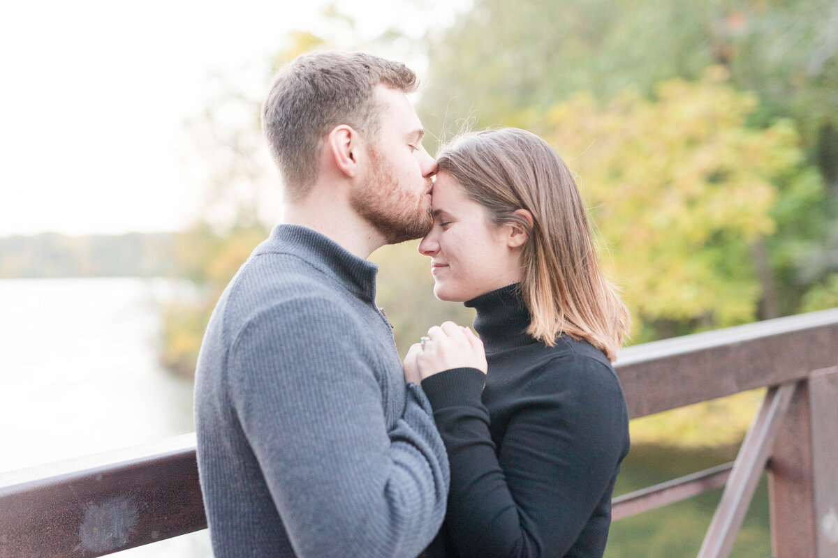 Indianapolis-IN-Engagement-pictures