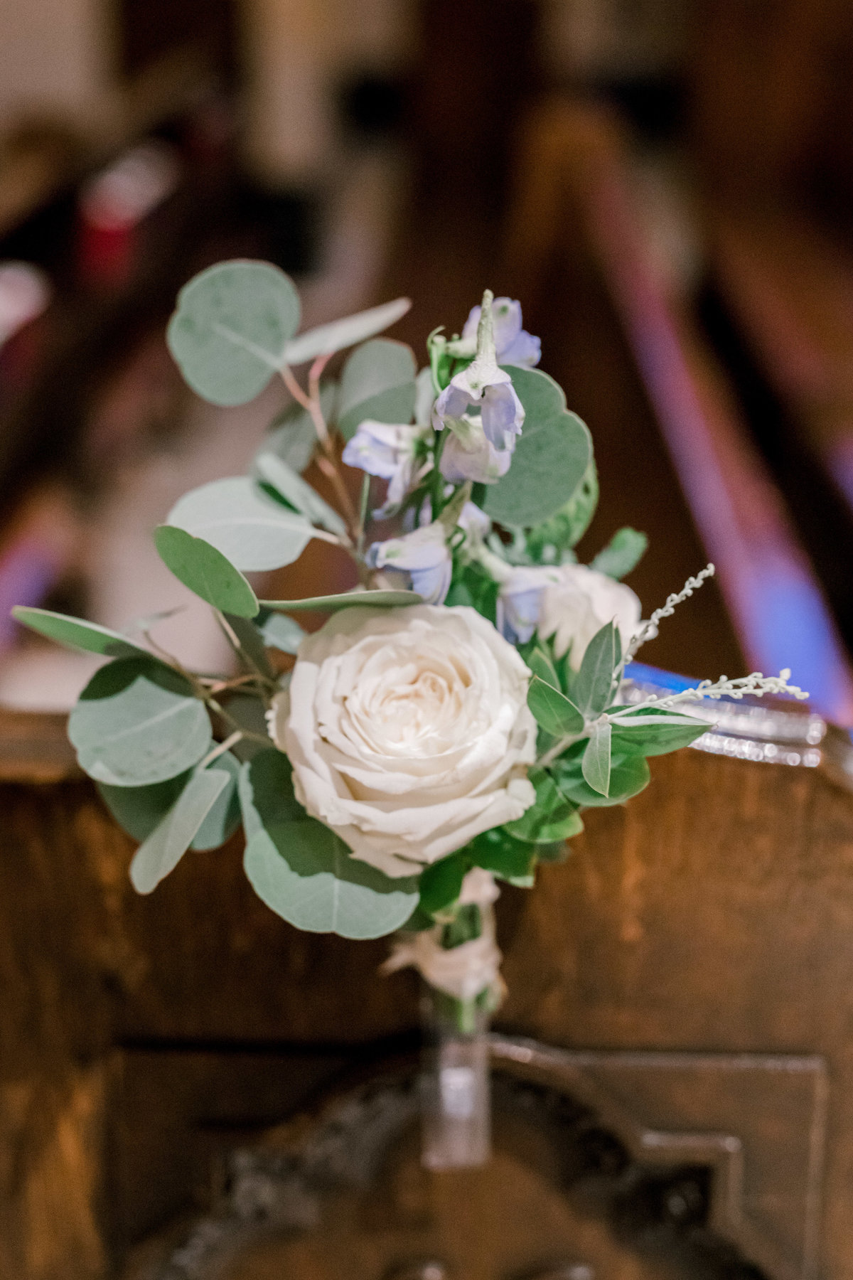 omaha wedding planner and florist downtown Slowdown wedding blue and white by Lindsay Elizabeth Events6