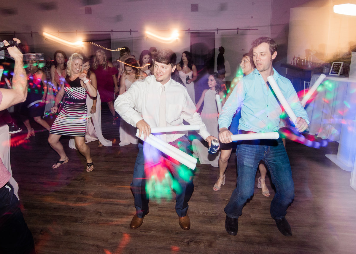 wedding dance party in Arkansas / Katie Childs Photo