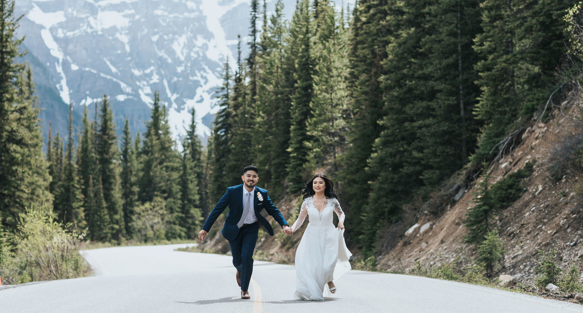run away to get married at moraine lake wedding photographers