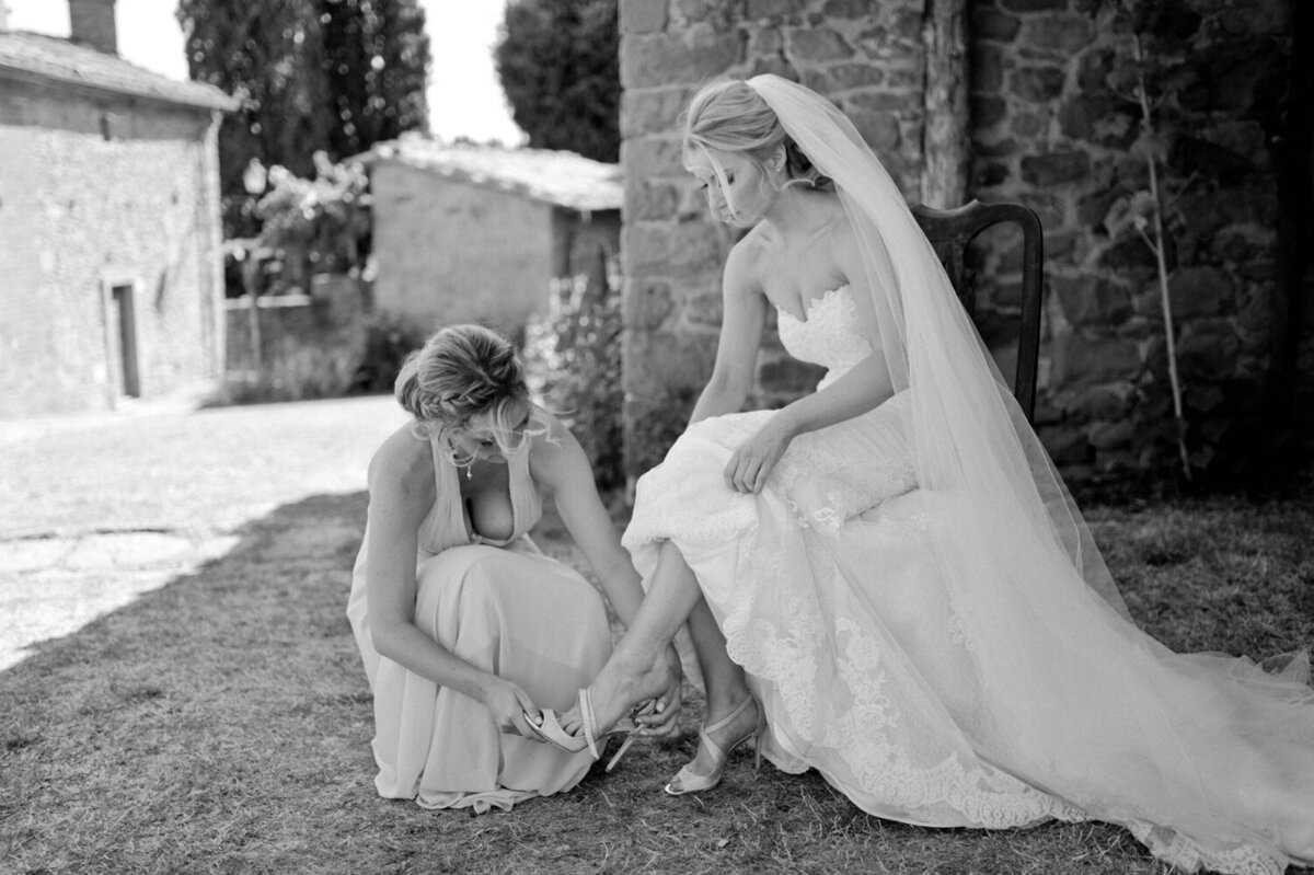 046_Tuscany_Luxury_Wedding_Photographer (58 von 215)_So thankful to be a luxury destination wedding photographer in Tuscany! Claire and James invited their beloved family & friends from London to their luxury wedding in Tuscany.
