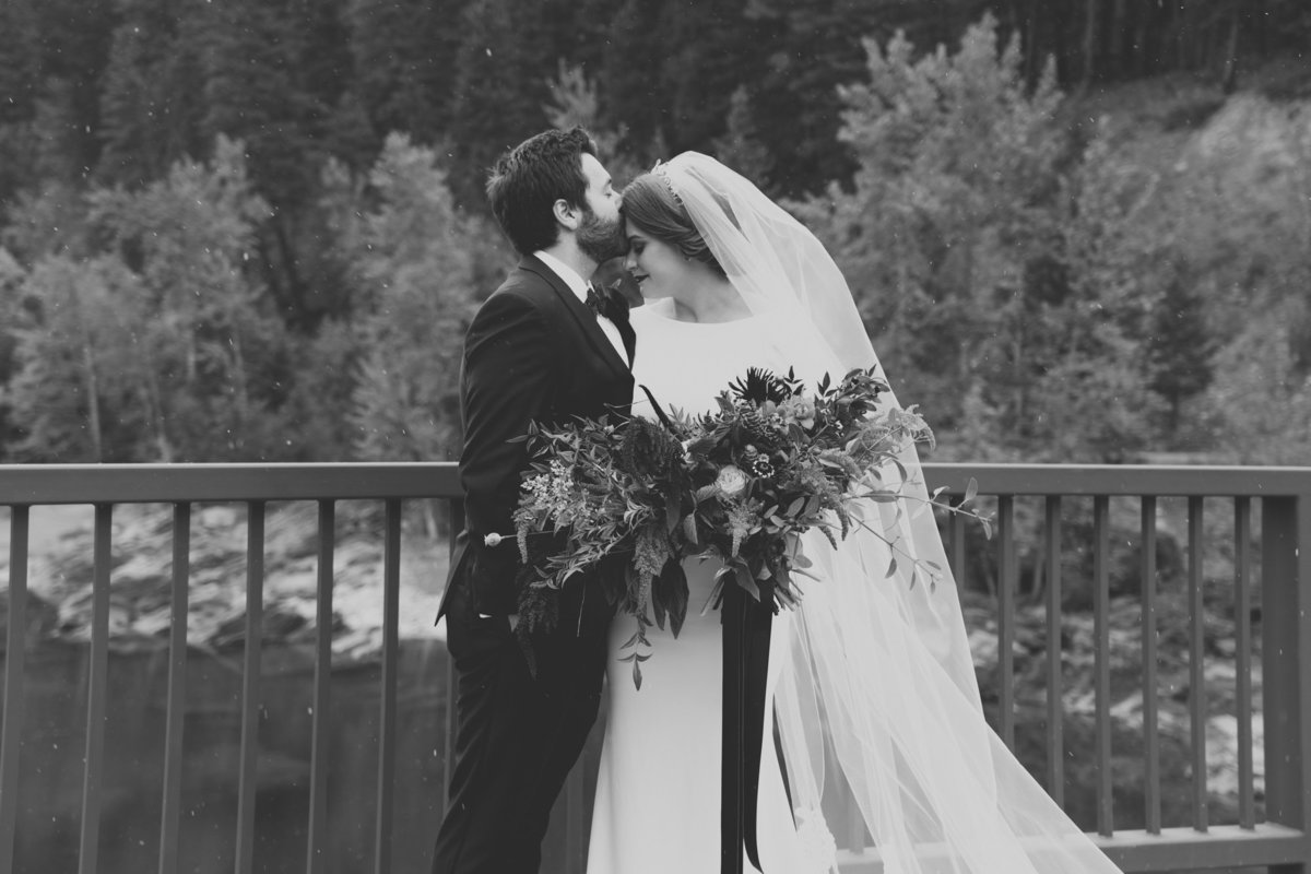 Jennifer_Mooney_Photography_Abbey_Stephen_Fall_Winter_Glacier_Park_Elopement-33