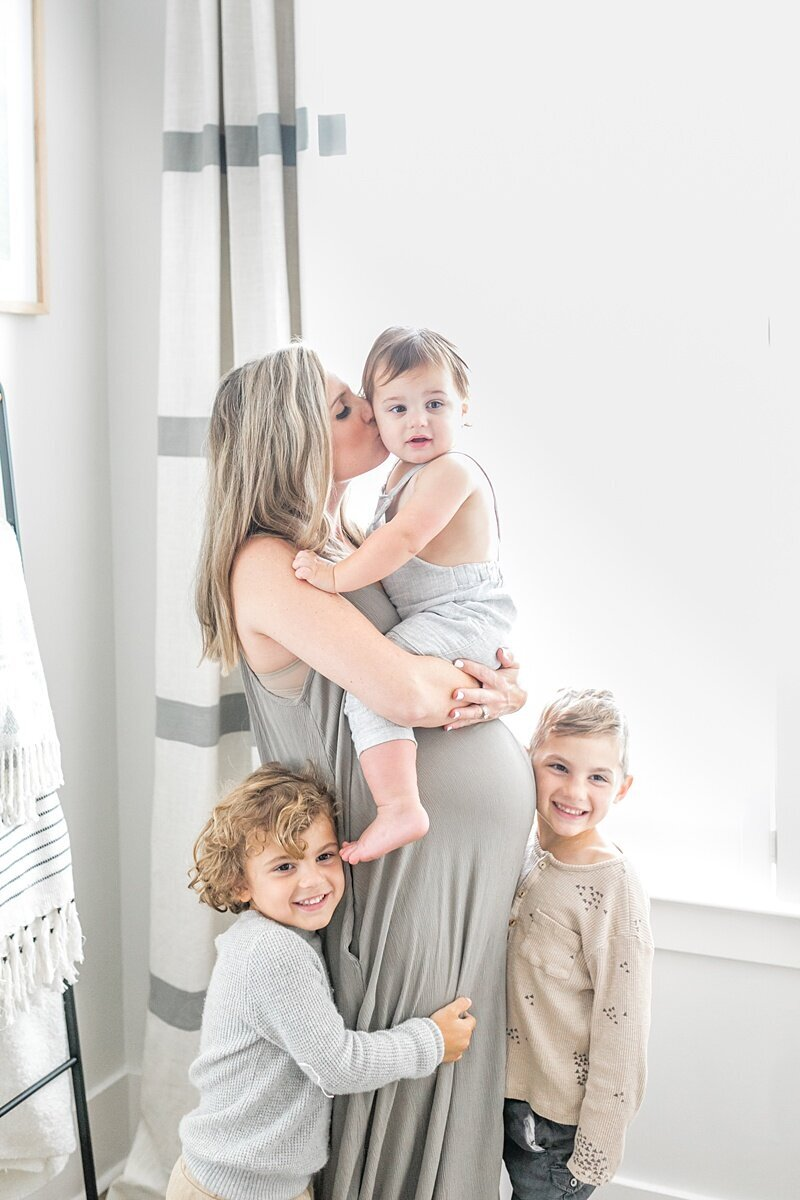 Mount-Pleasant-Maternity-Session-In-Home-Lifestyle_0090