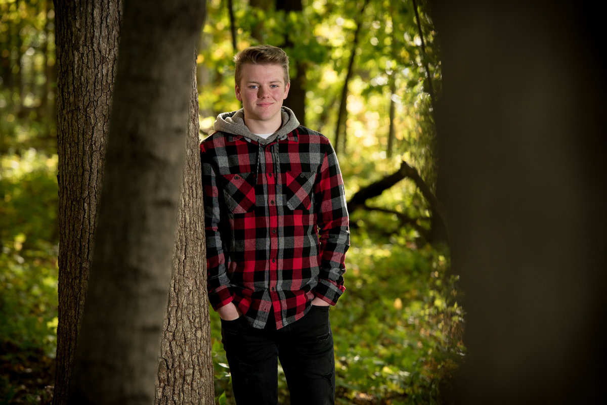 red-oak-nature-center-between-trees-forest-senior-portrait-North Aurora-Illinois