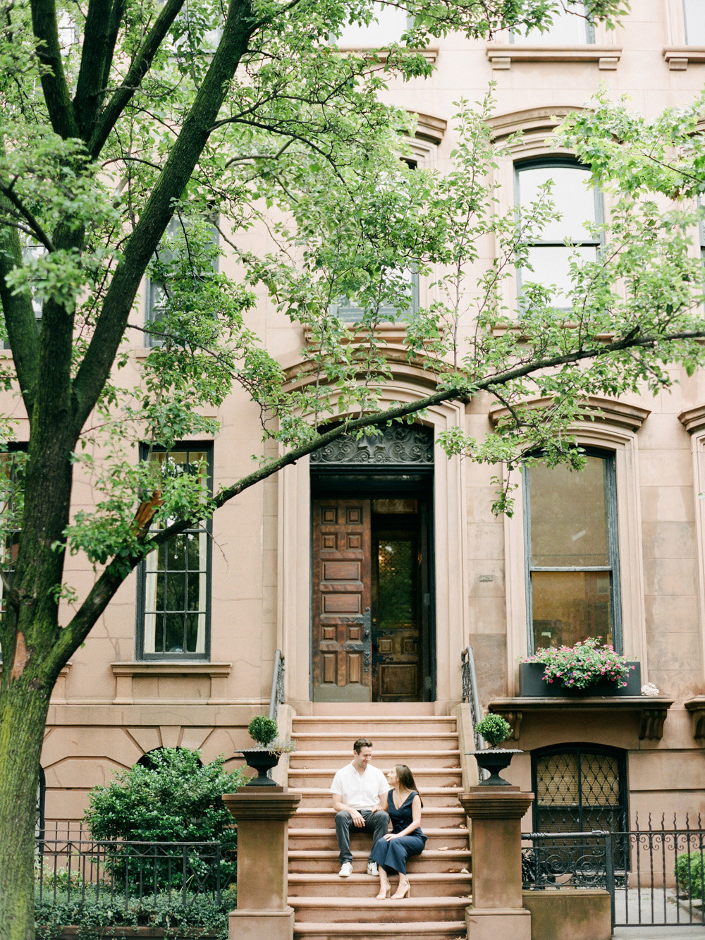 mary-dougherty-engaged-brooklyn-stoop-photographer04
