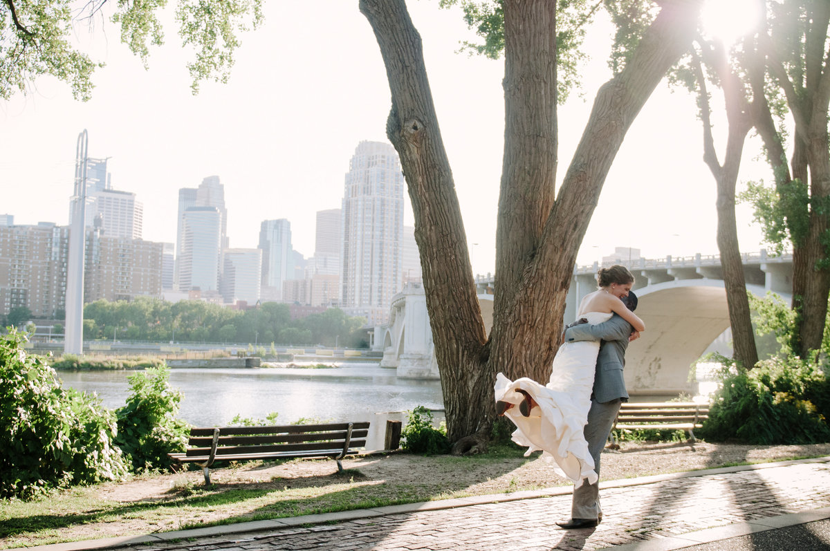 1 Minnesota Skyline Wedding Couple Portrait 1862 RD2