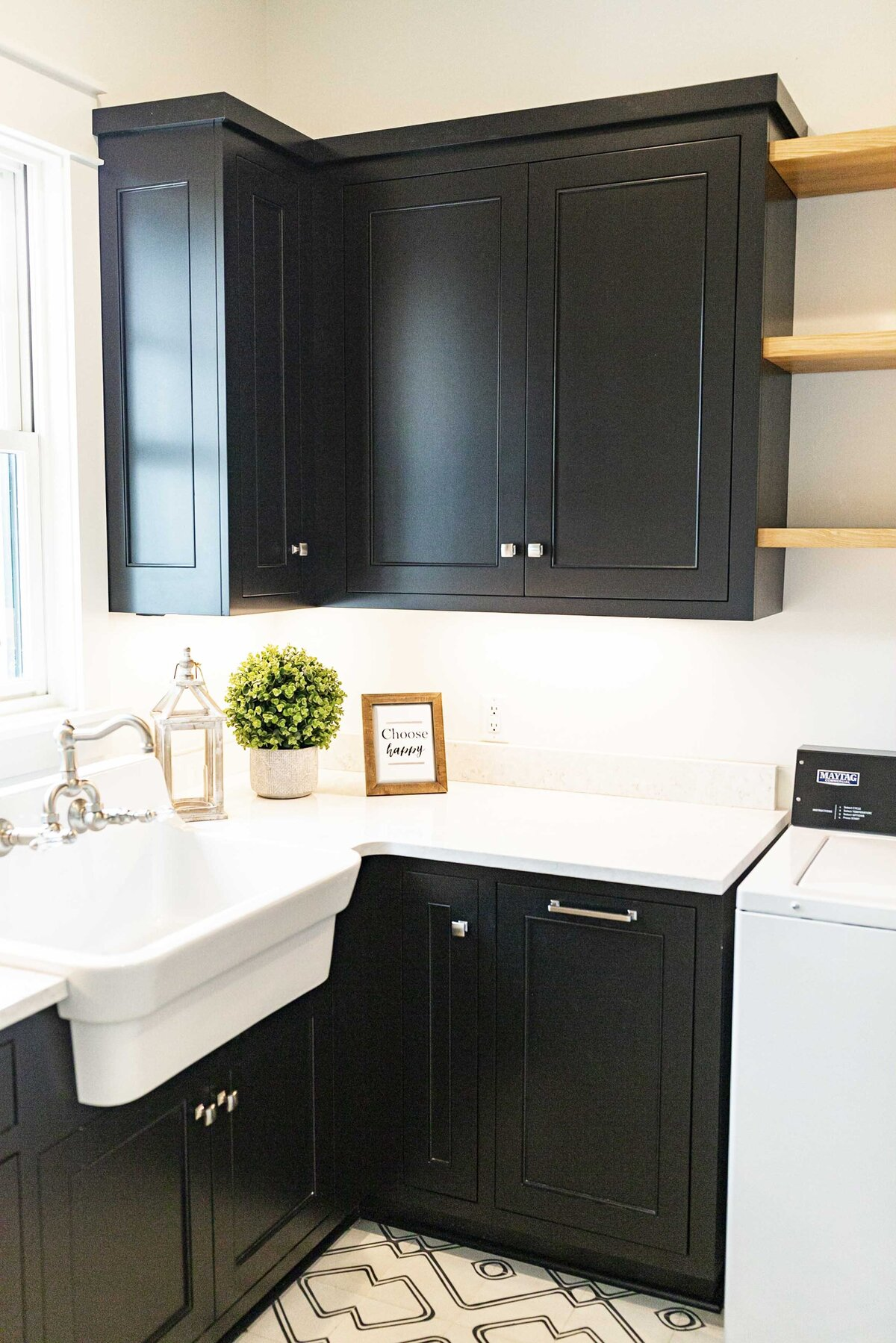black-laundry-room-cabinents-inspiration5