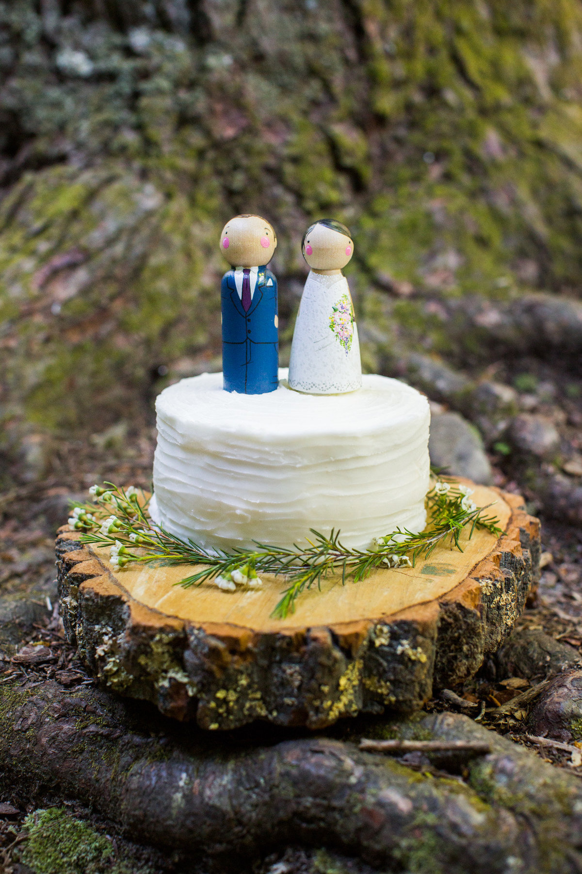 The most adorable elopement cake idea by Lisa Mae Cakes.  Photo by destination elopement photographer Rebecca Cerasani