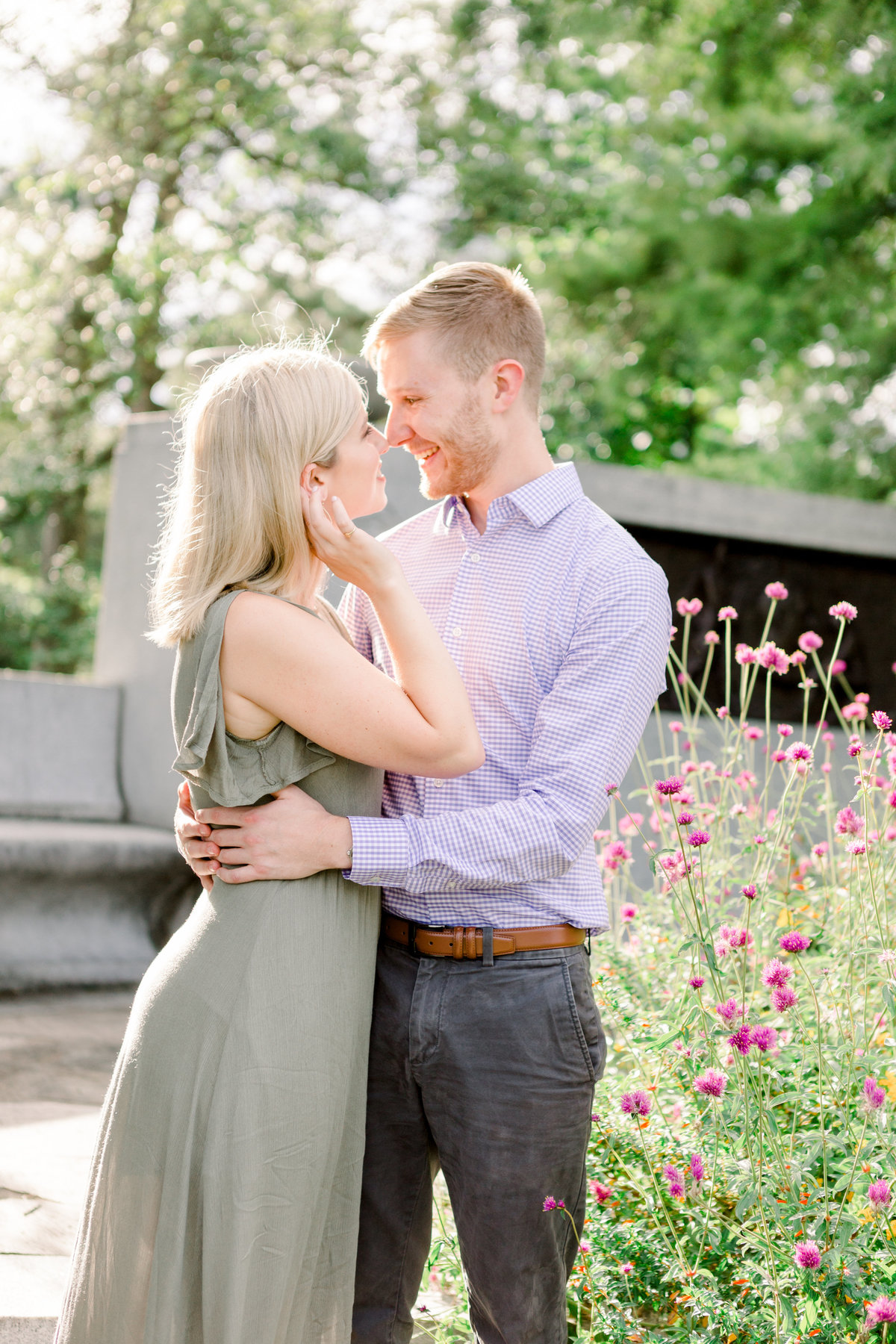 Cincinnati-engagement-wedding-photographer-eden-park-art-museum-smale-riverfront021