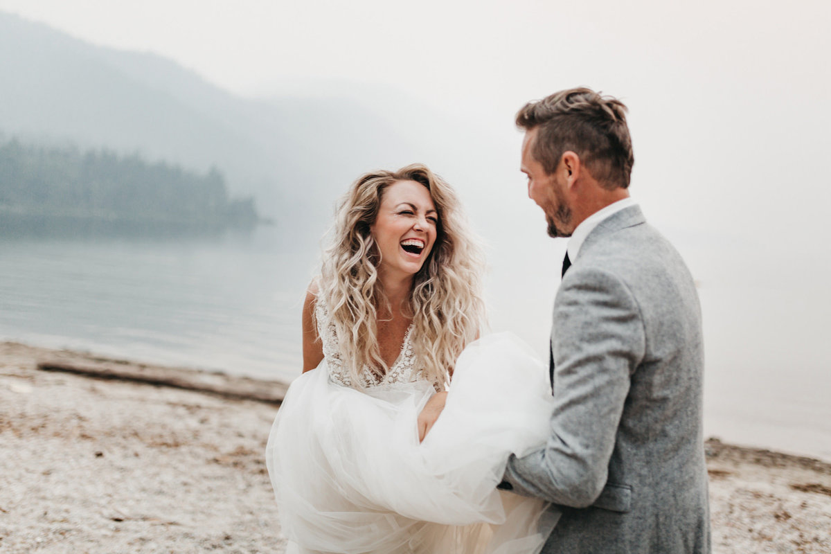 athena-and-camron-sara-truvelle-bridal-wenatchee-elopement-intimate-22-wedding-dress-laugh
