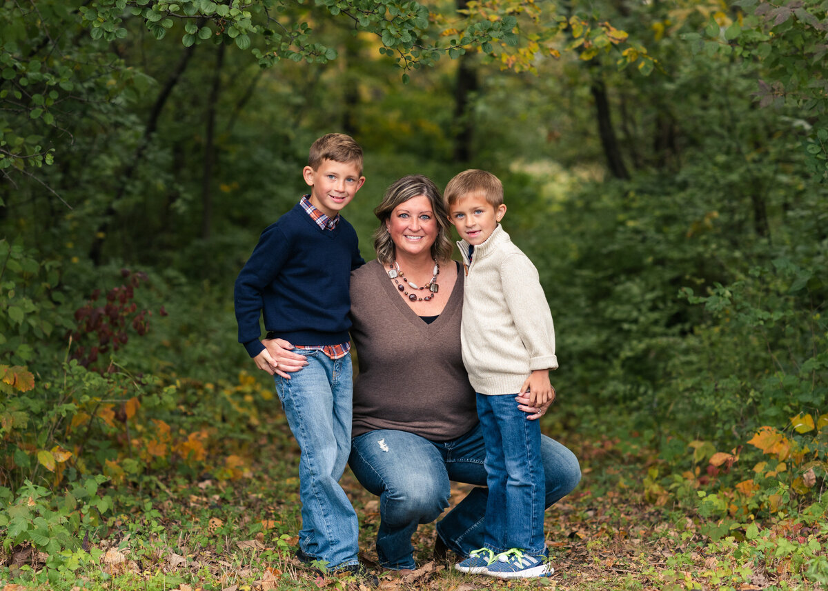 Des-Moines-Iowa-Family-Photographer-Theresa-Schumacher-Photography-Fall-Park-Mom-Sons