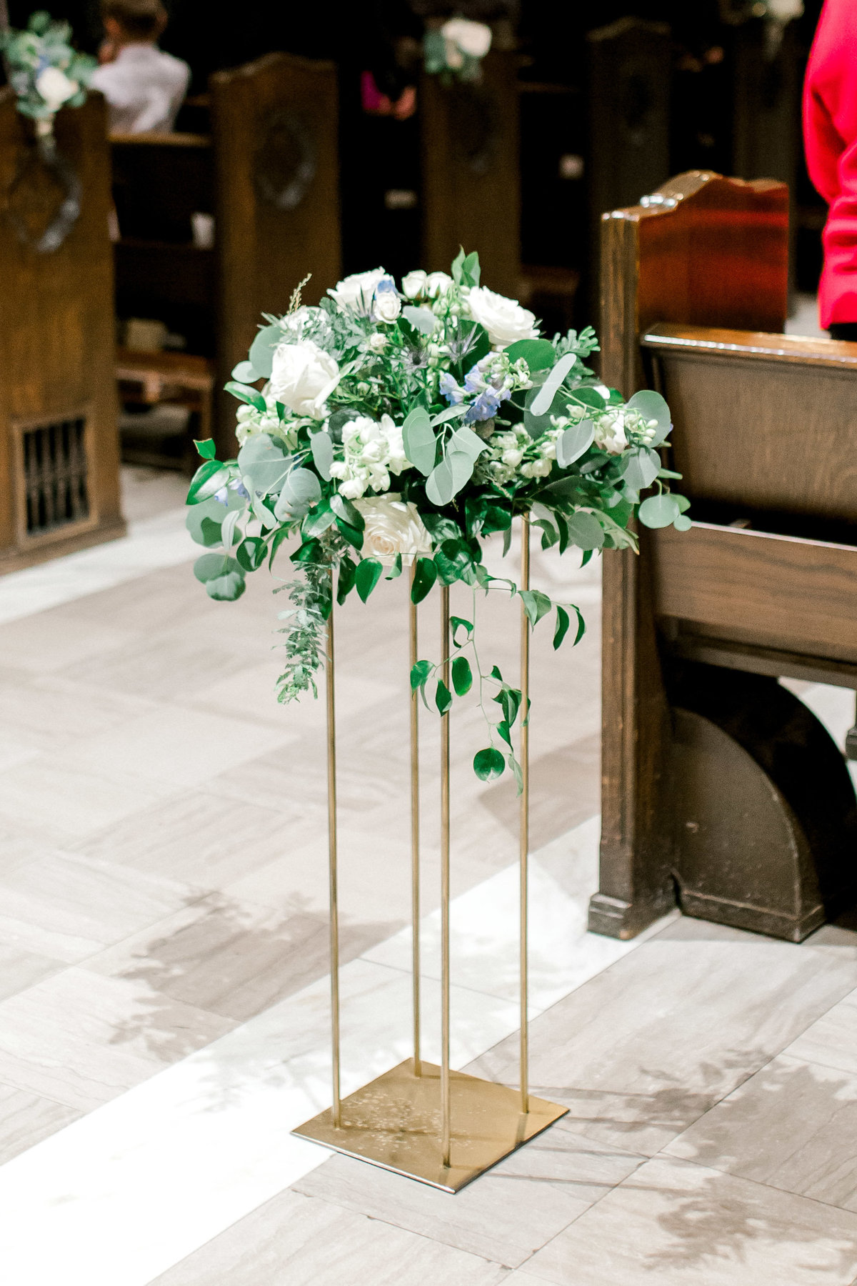omaha wedding planner and florist downtown Slowdown wedding blue and white by Lindsay Elizabeth Events83
