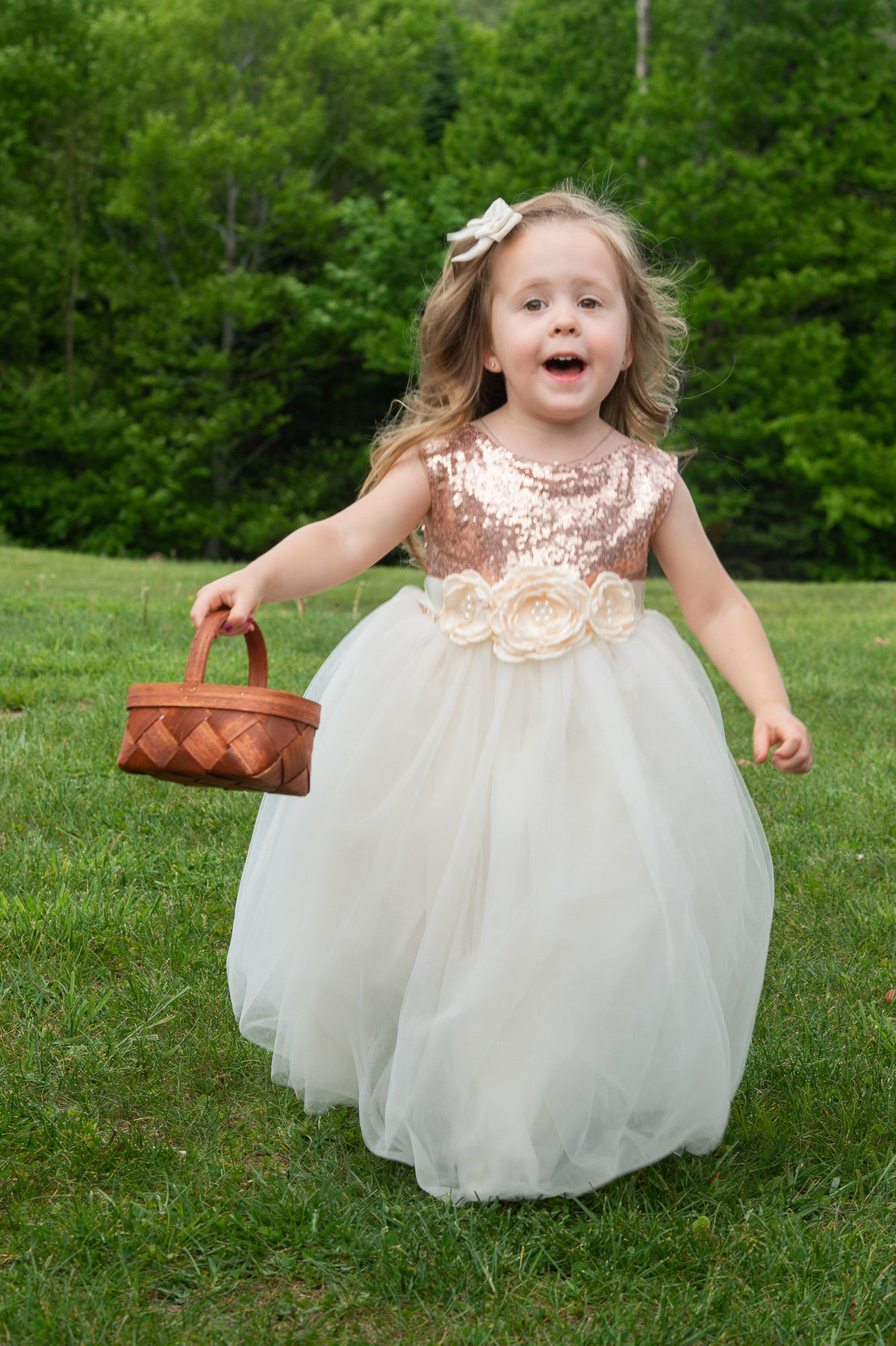 cutest flowergirl running down the aisle