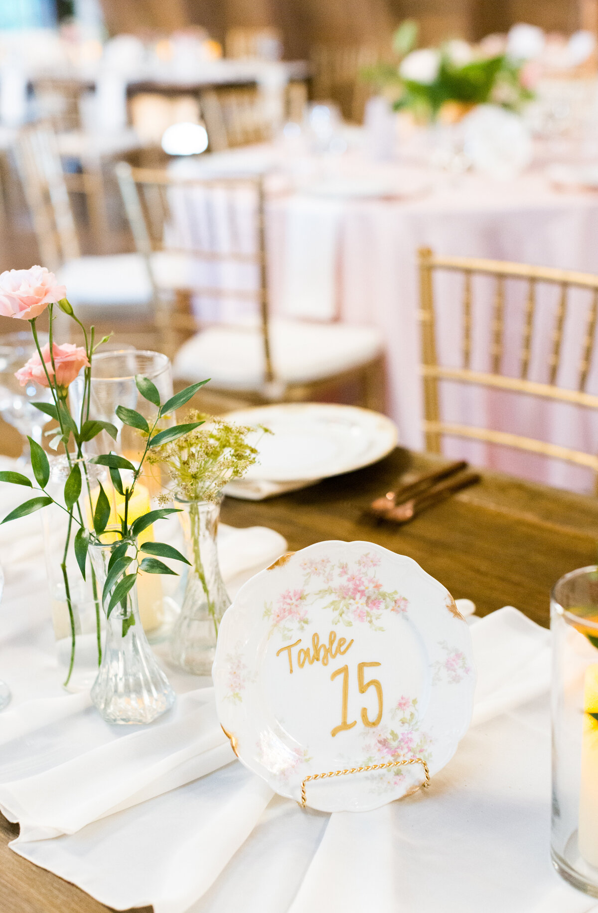 Rustic Barn wedding tablescape