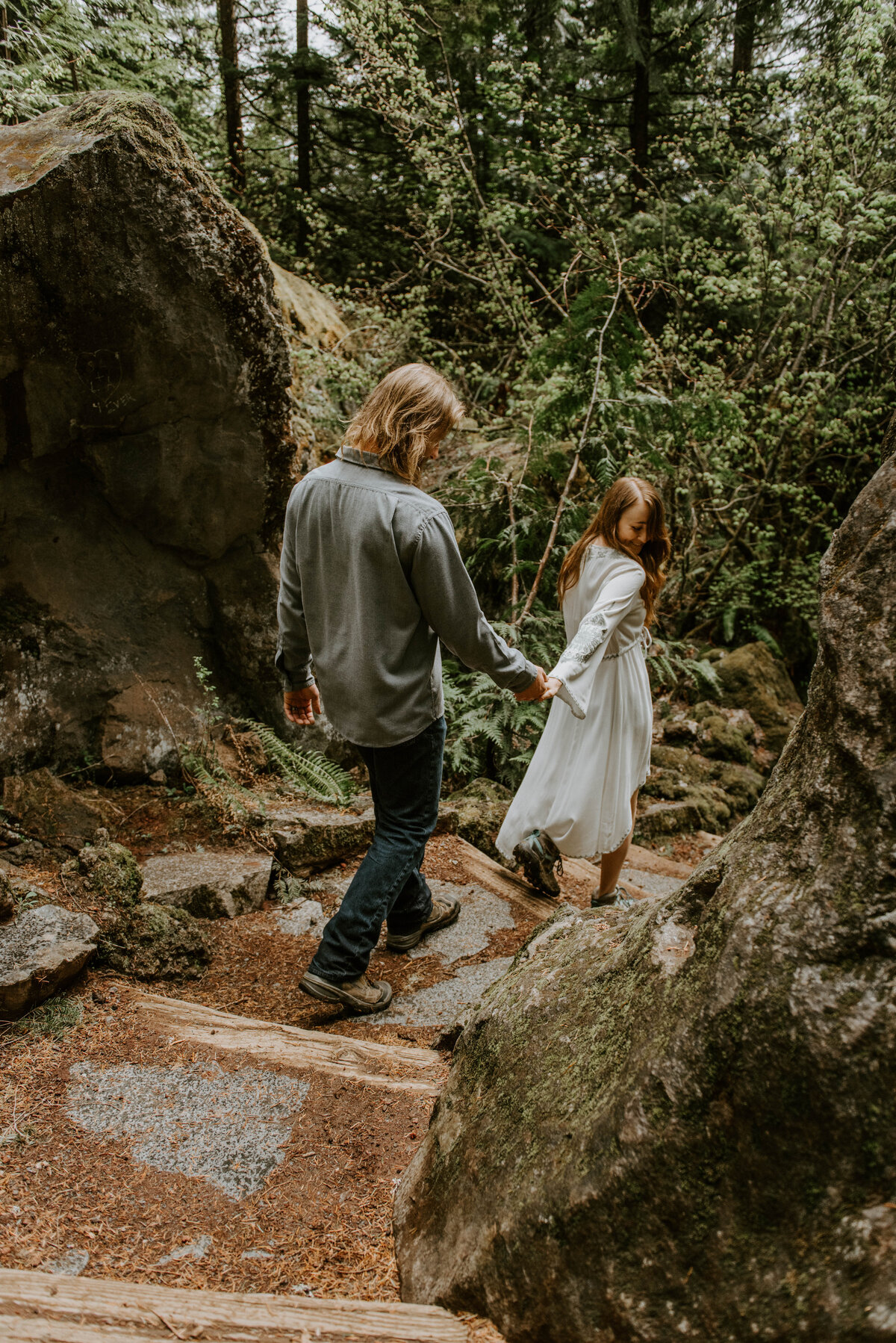 sahalie-falls-summer-oregon-photoshoot-adventure-photographer-bend-couple-forest-outfits-elopement-wedding8247