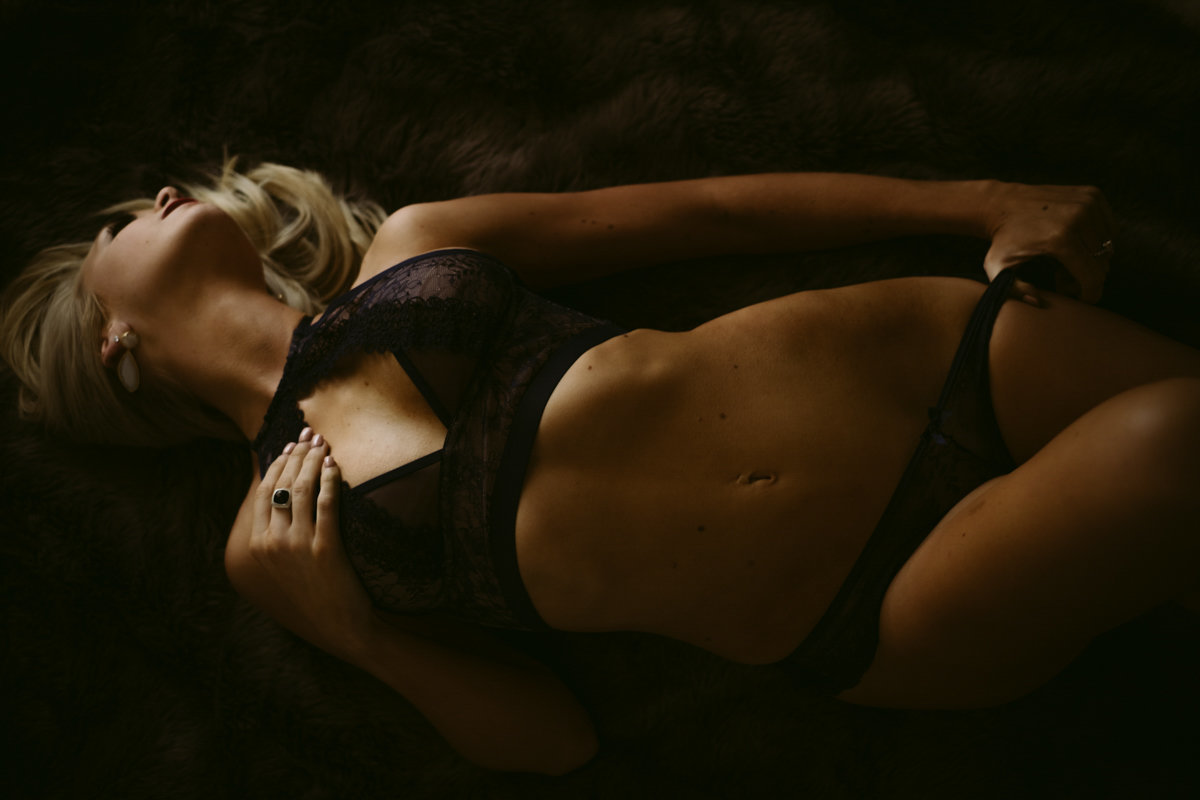 Velvet light boudoir photographer savannah boudoir photographer-18