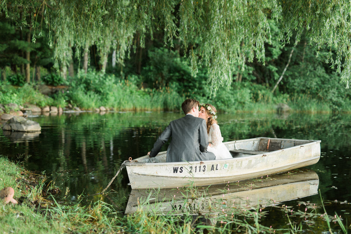 wedding boat, willow tree