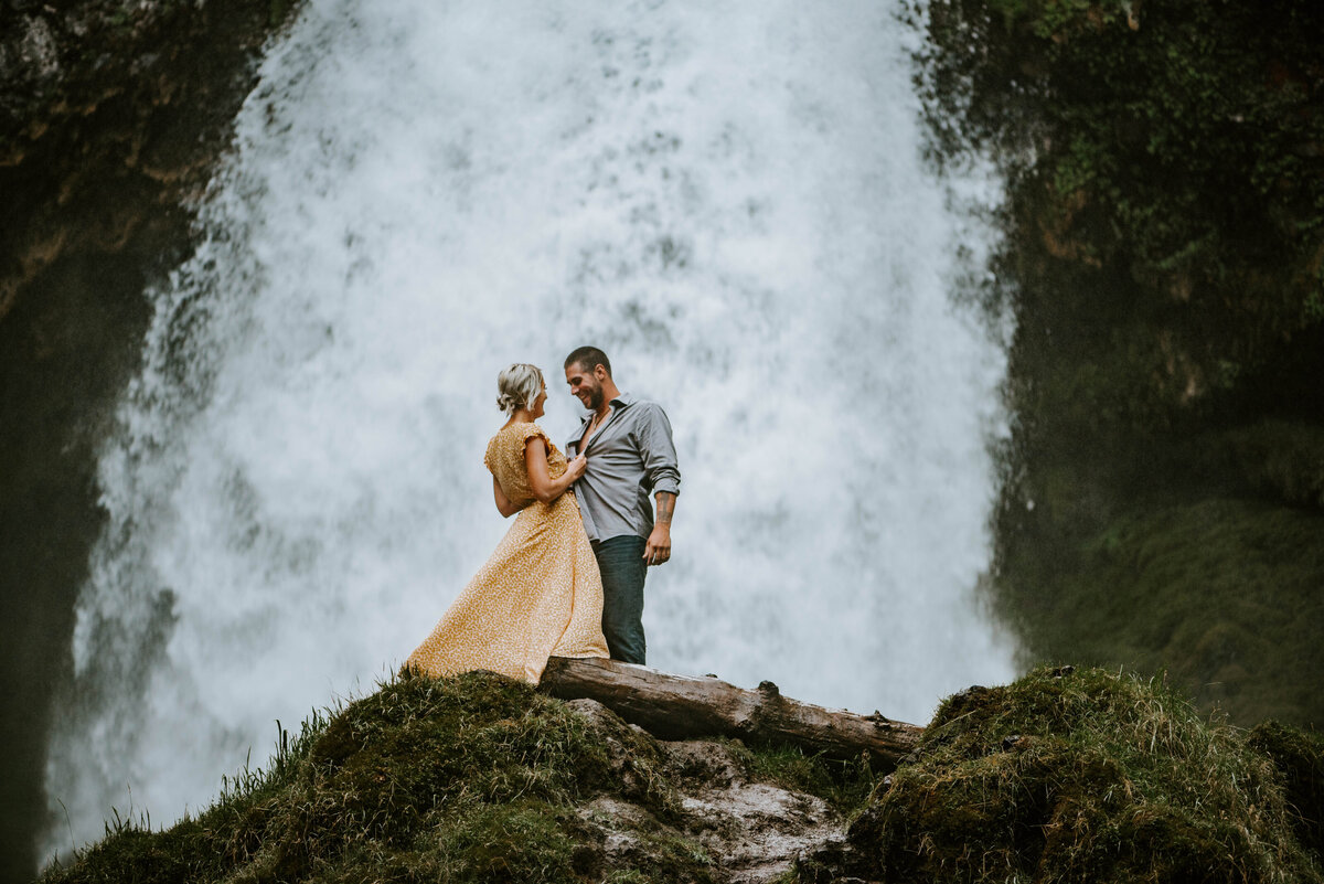 sahalie-falls-oregon-engagement-elopement-photographer-central-waterfall-bend-forest-old-growth-7559