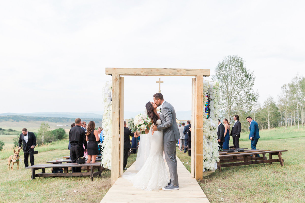 Kari_Ryan_Anderson_Colorado_Outdoor_Chapel_Wedding_Valorie_Darling_Photography - 53 of 126