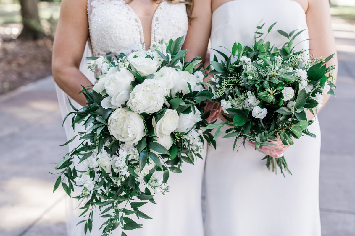 White and green bridal bouquets for a Savannah Wedding