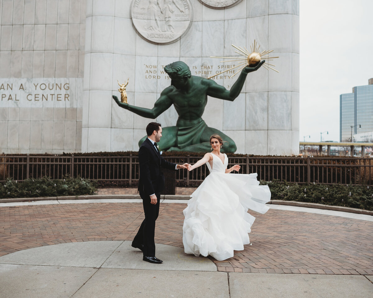 spirit-of-detroit-downtown-detroit-wedding-pictures-city-wedding-pictures-detroit-wedding-photographer-girl-with-the-tattoos-wedding-photographer-michigan-wedding-photographer