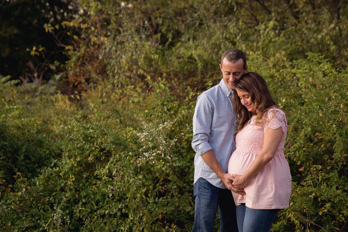 couples_outdoor_maternity_philly