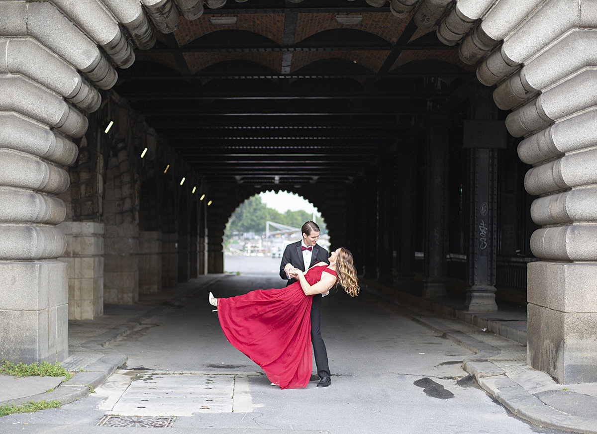 Husband dips wife in anniversary photography session in Paris 61