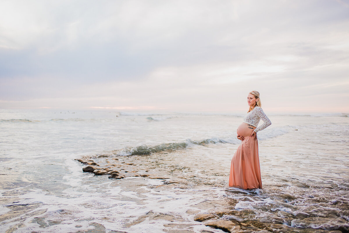 Carlsbad Maternity Photographer-in the tide50