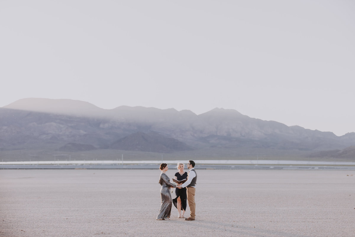 dry-lake-bed-elopement-pictures-las-vegas-mk(7of204)