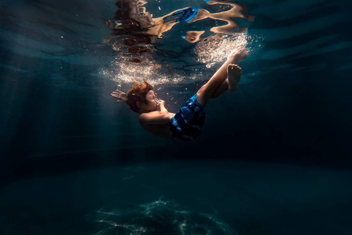underwater photographer, columbus, ga, atlanta, pool, young boy swimming, sunrays, ker-fox photography 10
