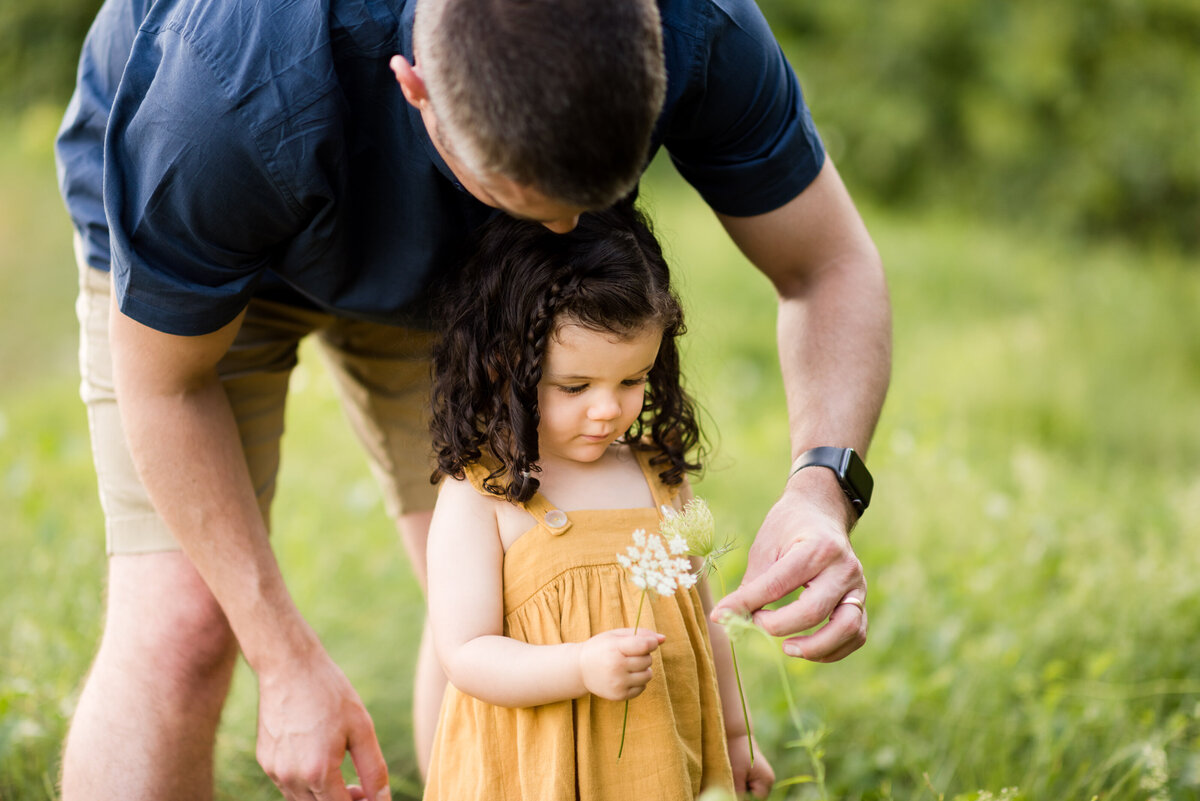 Boston-family-photographer-bella-wang-photography-Lifestyle-session-outdoor-wildflower-22