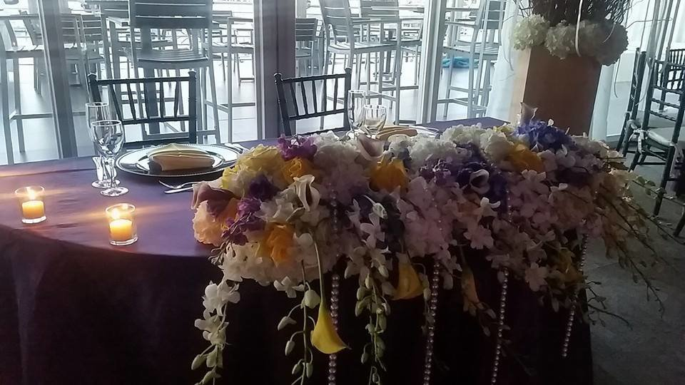 Lakers sweetheart table with pearls