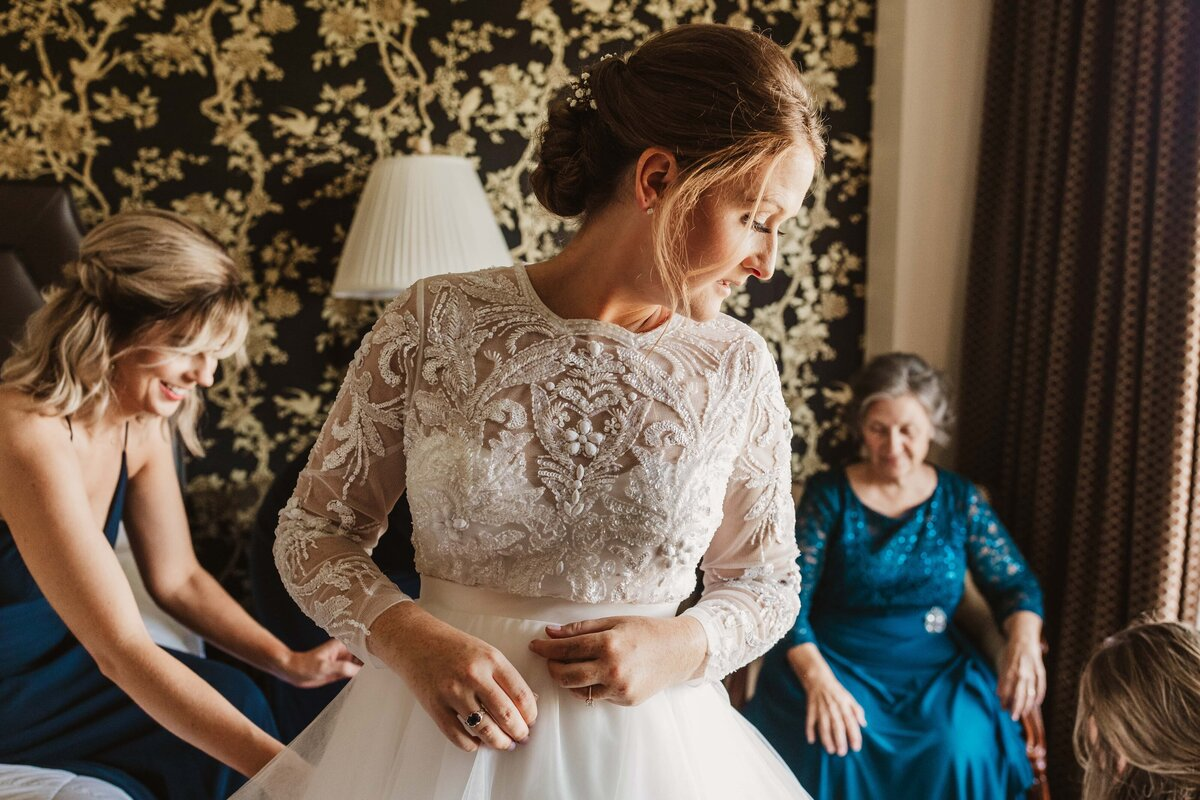 bride-wedding-dress-ohenry-hotel