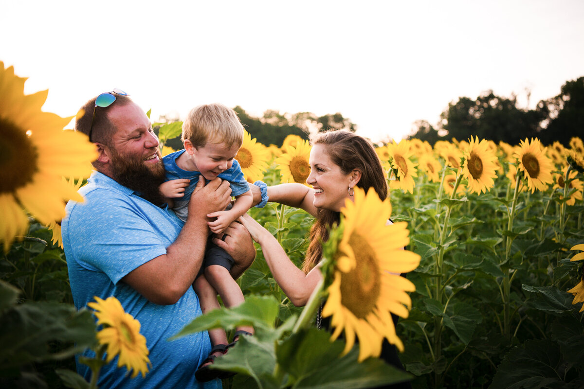 family-session-sunflowers-coppal-house-farm-lee-new-hampshire