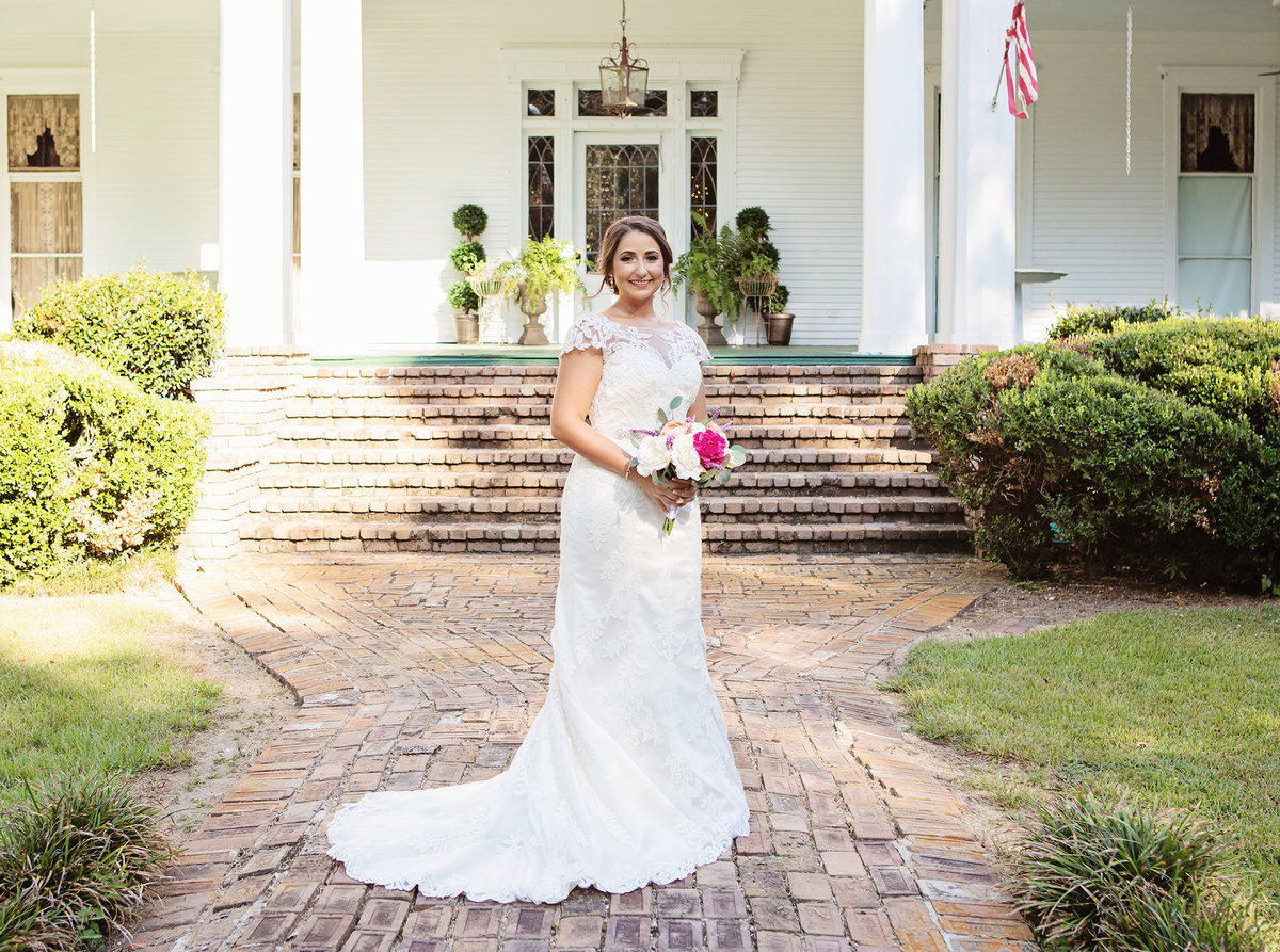 blythewood-plantation-bride-in-front-of-steps