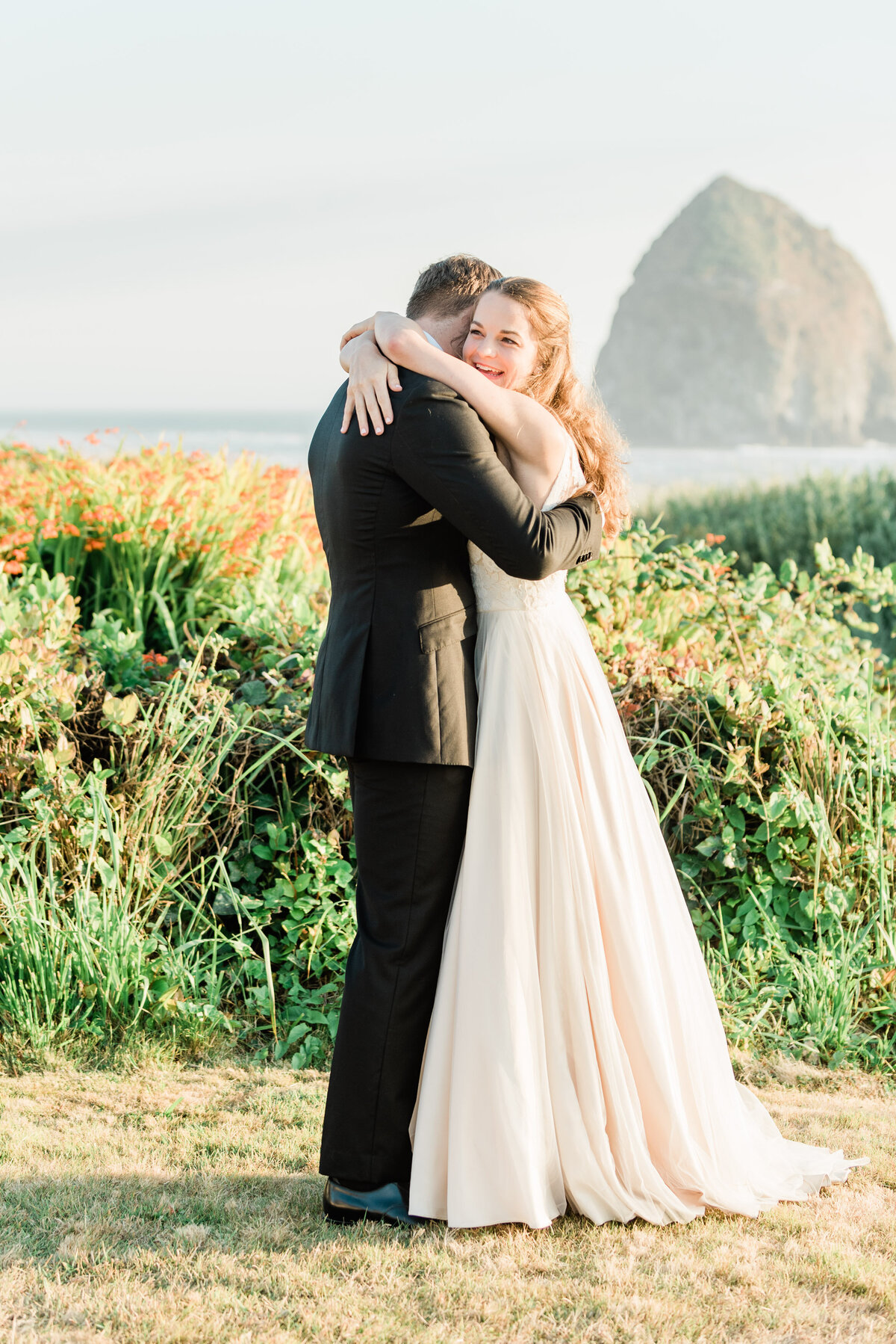 Cannon-Beach-Elopement-Photographer-28